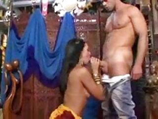 রানী বাংলা সেক্সি বৌদি টিলার-মেয়েরা পরবর্তী দরজা (2020)